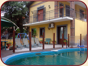 "Bed and Breakfast ""Etna House"" a Nicolosi (Catania) - La piscina"
